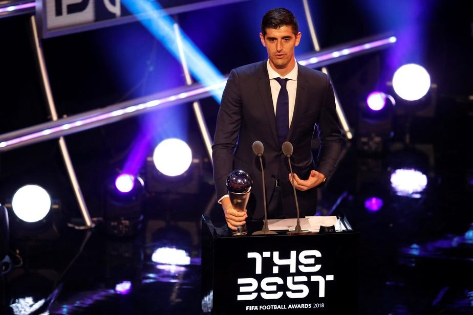 Fifa The Best: das mãos de Follmann, Courtois recebe prêmio de melhor goleiro