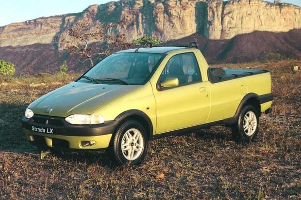Strada LX 1.6 1998 era o modelo top de linha (Foto: Divulgação)