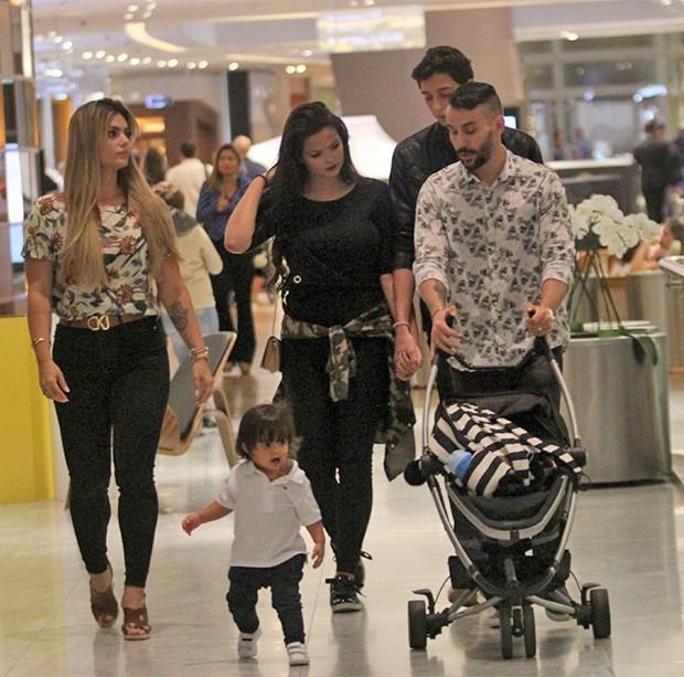 Kelly Key curte passeio com a família (Foto: AgNews)