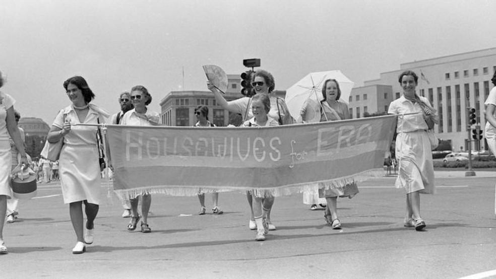 Luta pela igualdade de gênero nos Estados Unidos atraiu mulheres de diferentes grupos sociais — Foto: Ann E. Zelle/ Getty Images