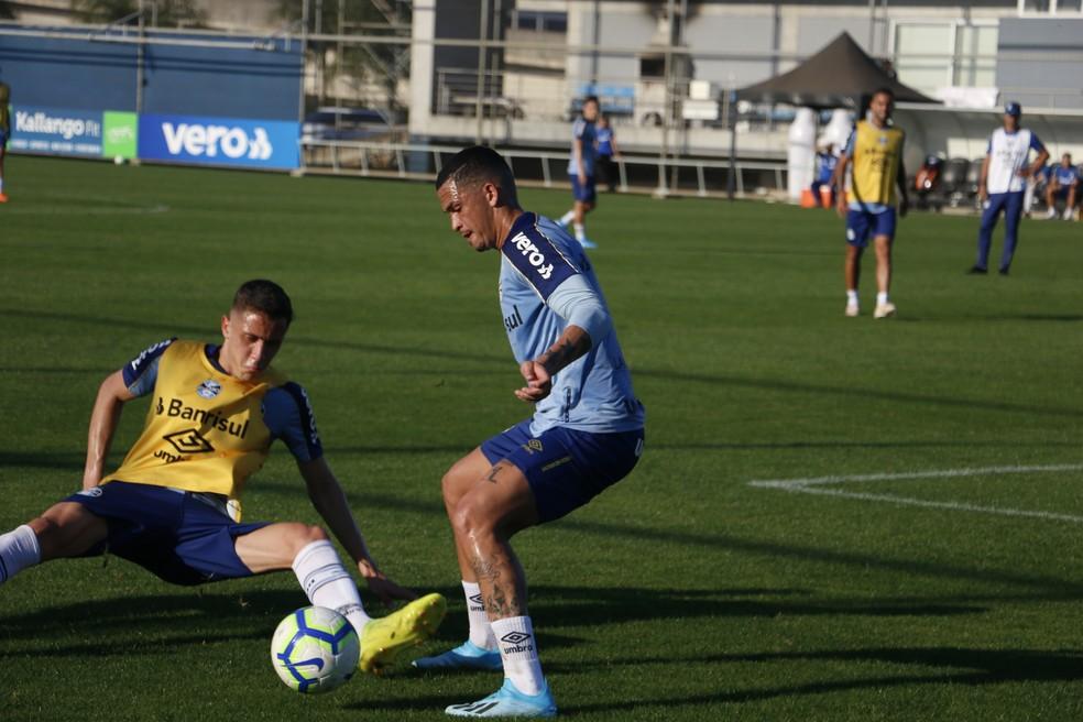 Luciano em treino do Grêmio — Foto: Eduardo Moura