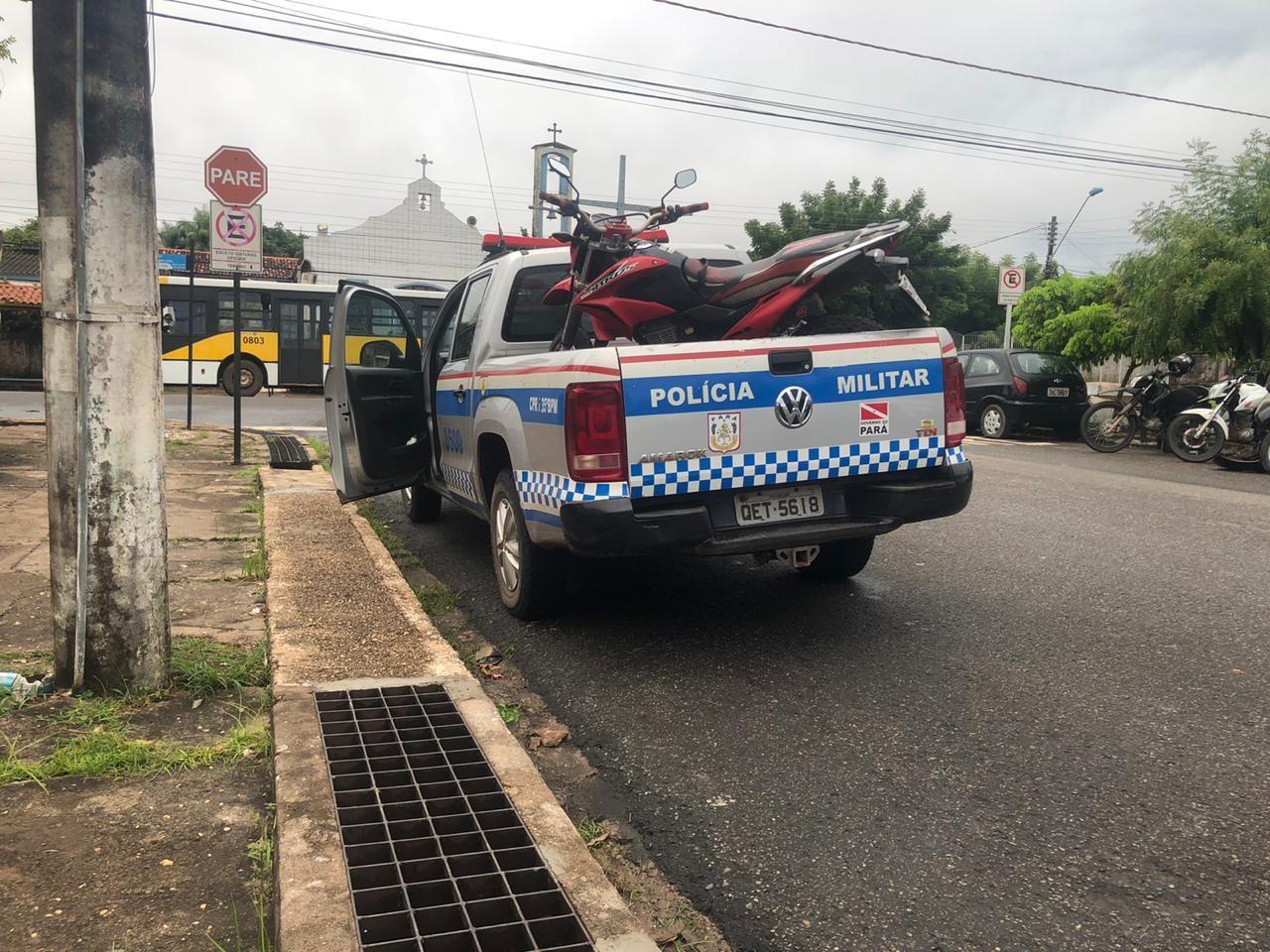 Após intervenção policial, jovem morre no bairro Jutaí; outros dois suspeitos de roubar uma moto e fazer assaltos foram presos