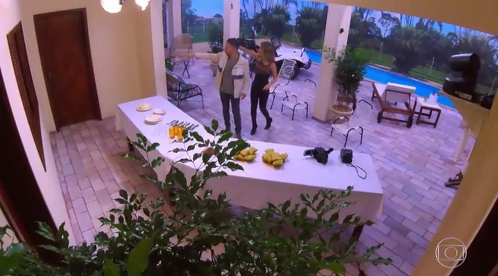 Sandy & Junior relembram varanda do sítio de infância no 'Visitando o Passado' — Foto: TV Globo