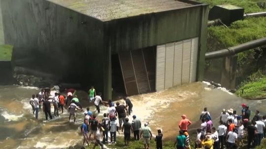 No CE, moradores invadem Orós contra liberação de água do açude