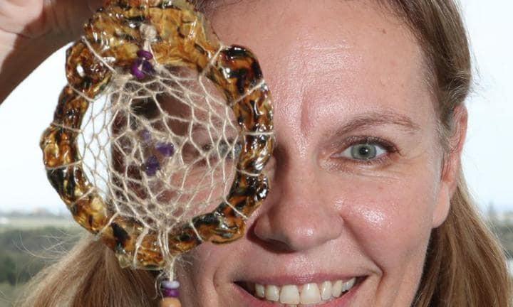 Samantha e seu filtro dos sonhos feito de cordão umbilical (Foto: Reprodução)