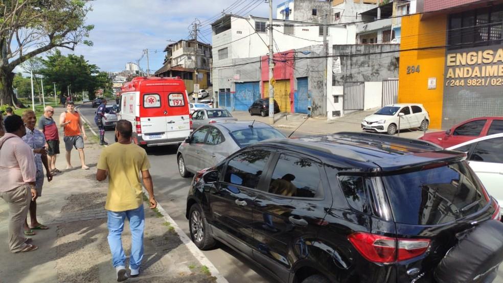 Mulher ficou ferida no acidente — Foto: Vanderson nascimento/G1 Bahia
