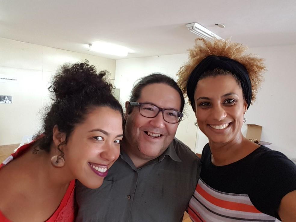 Tarcísio Motta sorri, ao centro, com Marielle Franco à direita e Talíria Petrone, vereadora do PSOL em Niterói, à esquerda, na última semana (Foto: Tarcísio Motta/Arquivo Pessoal)
