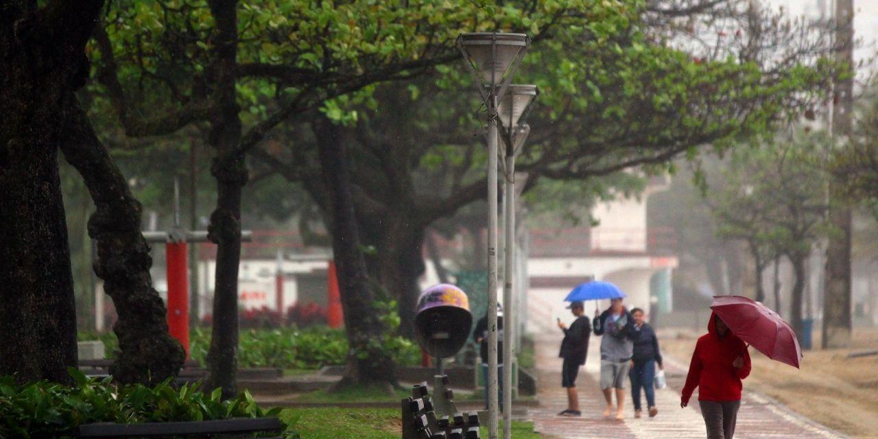 Defesa Civil emite alerta para ventania e ressaca em Santos, SP