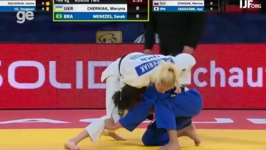 Sarah Menezes cai nas oitavas e fica fora do pódio no Grand Prix de Haia, na Holanda