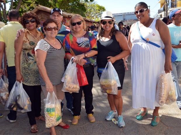 Kenia e as amigas vão levar muitos biscoitos para Belo Horizonte (Foto: Samantha Silva / G1)