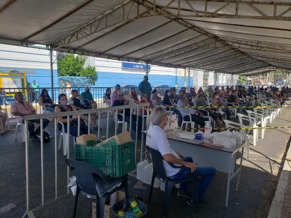 Prefeitura monta tenda para acomodar moradores na fila da Caixa em Tupã — Foto: Prefeitura de Tupã/Divulgação