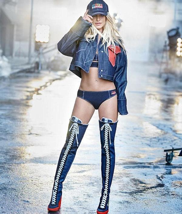 A cantora Britney Spears em uma foto do ensaio extremamente criticado pelos fãs da artista por suposto uso excessivo de Photoshop (Foto: Twitter)