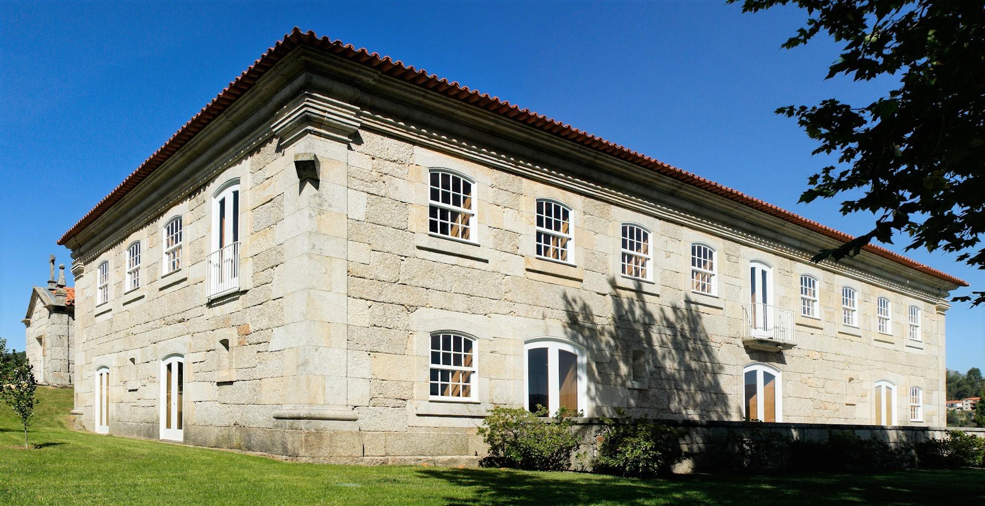 Casarão do começo do século XX onde funciona a biblioteca de Celorico de Basto