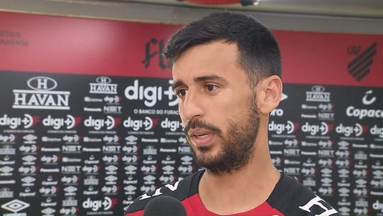 """Camacho espera acordo com o Corinthians para renovar com o Athletico: """"Meu desejo é ficar"""""""