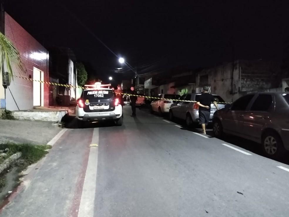 Crime foi registrado por volta das 22 horas, no cruzamento da Avenida Borges de Melo com a Rua Viçosa. — Foto: Derley Melo/Sistema Verdes Mares
