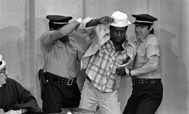Mussum durante a gravação de uma esquete para o programa Os Trapalhões, em 4 de outubro de 1979