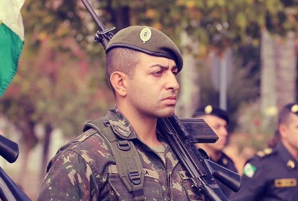 Lucas era cabo do Exército, segundo o Corpo de Bombeiros — Foto: Reprodução/Facebook