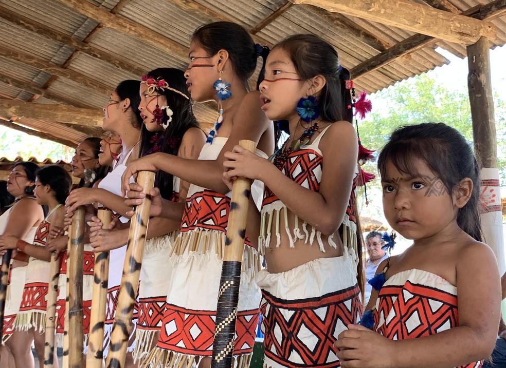 Indígenas da aldeia Ekeruá (SP) comemoram o dia do Índio — Foto: Nicolle Januzzi/Arquivo Pessoal