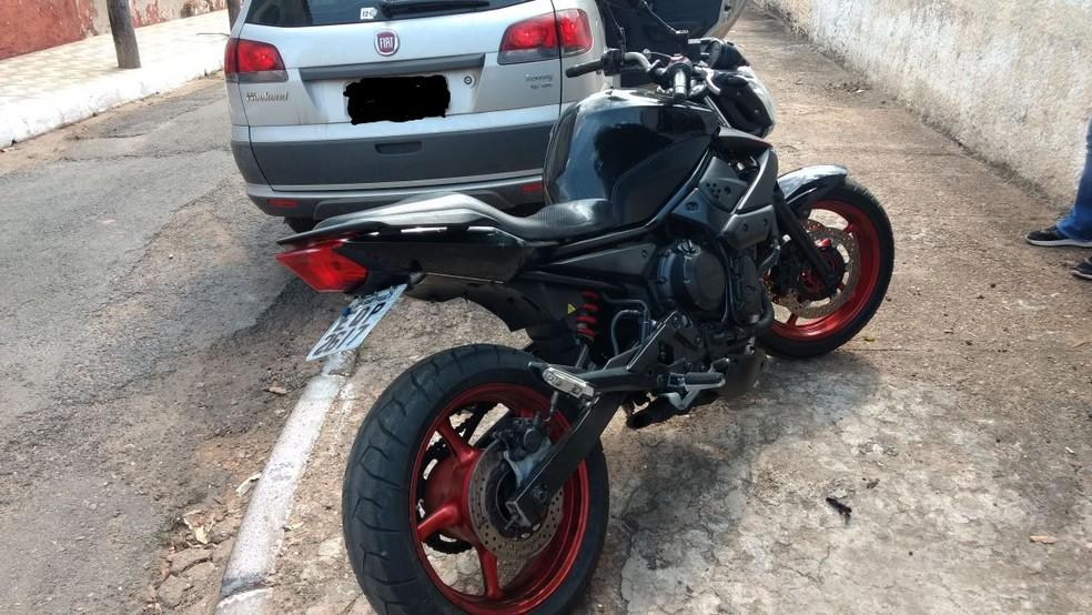 -  Jovem teve motocicleta apreendida em blitz e foi preso ao furtá-la de pátio de secretaria em Cuiabá  Foto: Polícia Civil de MT