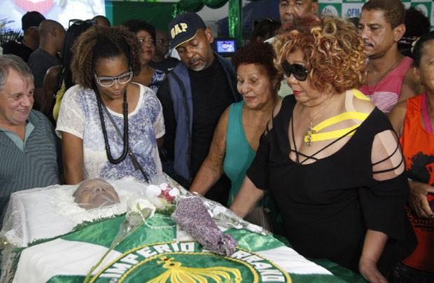 A cantora Alcione no velório de Dona Ivone Lara (Foto: Brazil News / Marcos Ferreira)