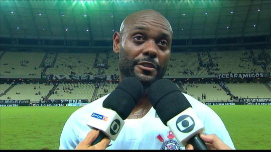 """Craque do jogo, Vagner Love vai bem em vitória do Corinthians e diz: """"Tem que dar dor de cabeça"""""""