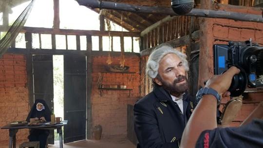 Marco Ricca comenta o spin-off 'A Lenda do Mão de Luva' nos bastidores das gravações