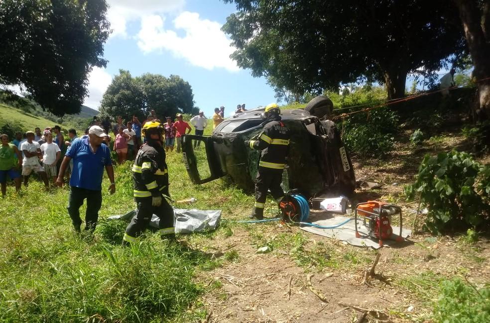 Homem morre após capotamento de carro em Joaquim Gomes, Alagoas â?? Foto: Divulgação/Corpo de Bombeiros