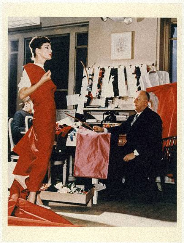 Christian Dior with model Lucky, circa 1955 (Foto: Reprodução/ COURTESY OF CHRISTIAN DIOR)