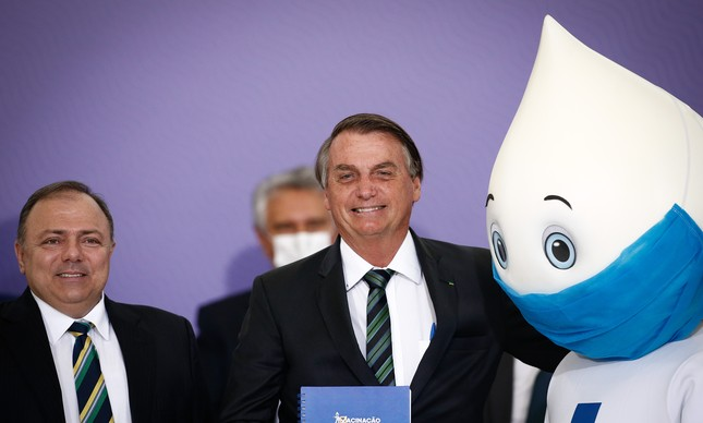 Bolsonaro, Pazuello e Zé Gotinha