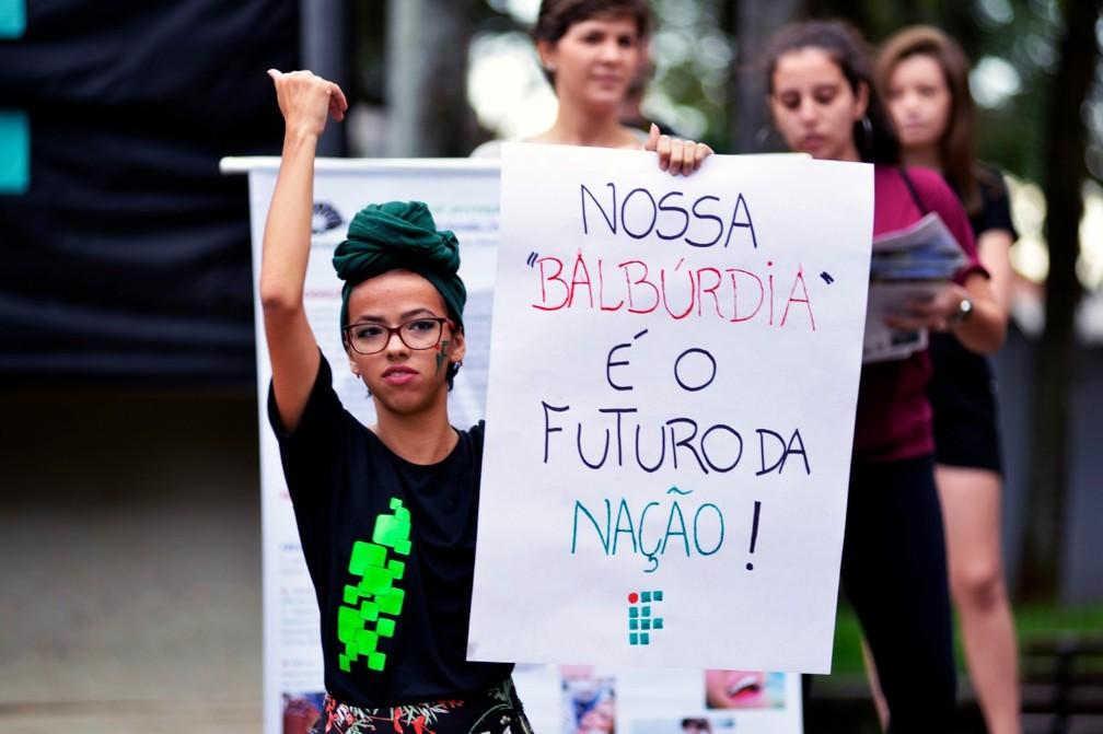 Piracicaba - estudantes e professores fazem protesto contra bloqueios na educação — Foto: Sidney Júnior/Arquivo pessoal