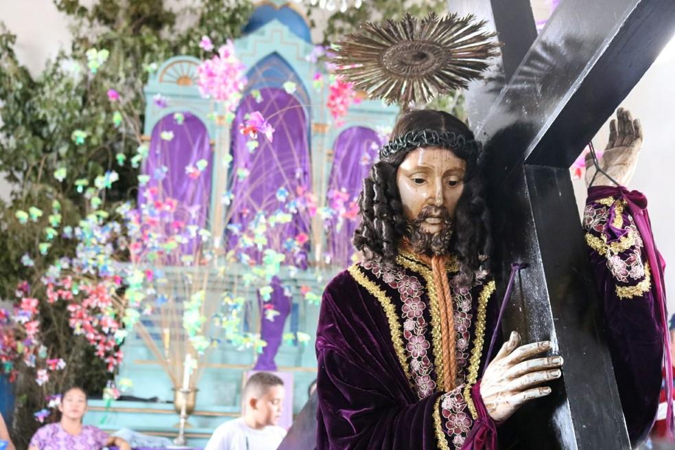 Procissão começou na Igreja do Rosário, no fim da tarde desta sexta-feira (23) (Foto: Andrê Nascimento / G1 PI)
