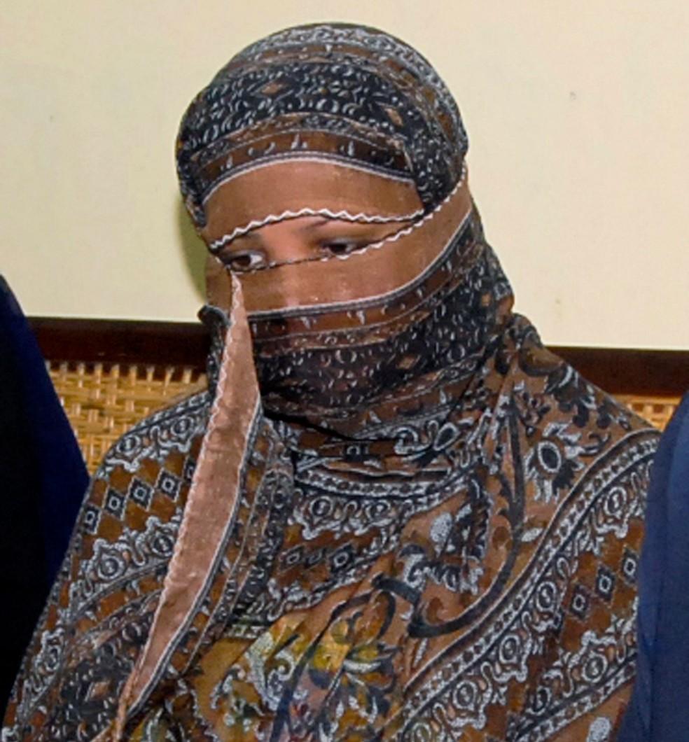 Cristã Asia Bibi, que foi condenada à morte em 2010, em foto de arquivo. Pena foi suspensa nesta quarta-feira (31) — Foto: Associated Press