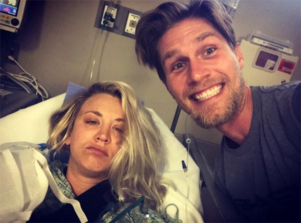 Kaley Cuoco e o marido Karl Cook (Foto: Instagram)