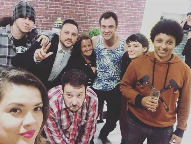 Sérgio Guizé com Bianca Bin e amigos (Foto: Reprodução/Instagram)
