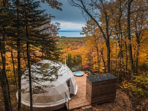 Cúpulas formam eco-resort de luxo em floresta de Quebec