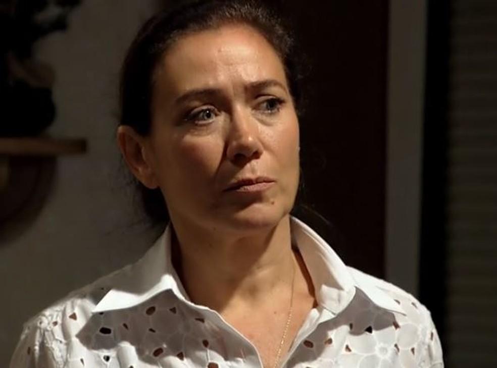 Griselda dá flagra em Amália e se decepciona: 'Estou chocada' — Foto: Globo