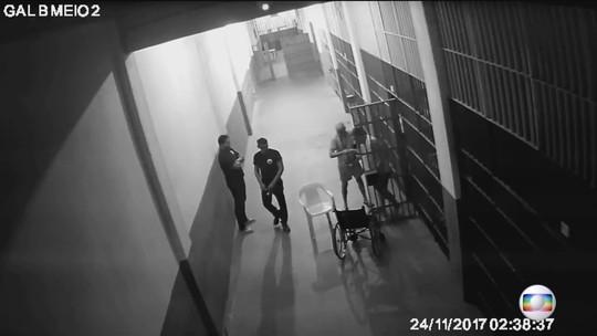 Câmeras não mostram outras pessoas na cela de Garotinho