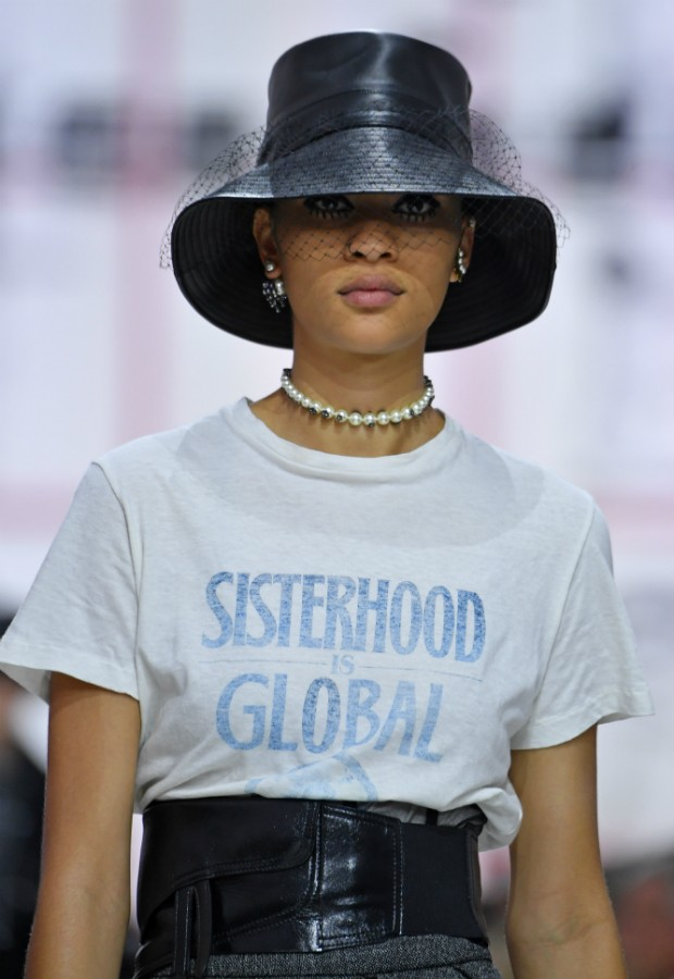 Camiseta-slogan da Dior (Foto: Getty)