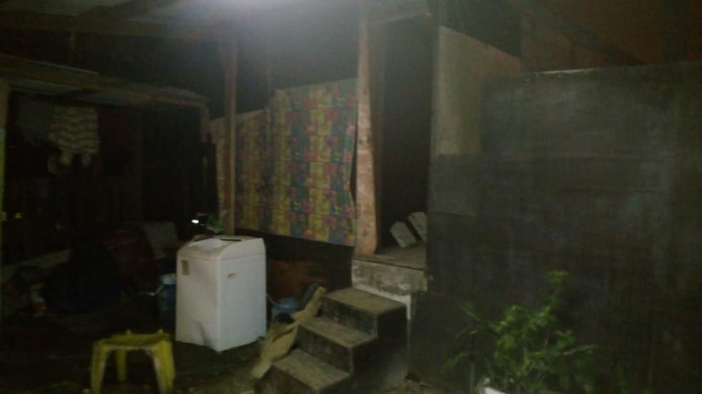 Cativeira ficava na comunidade Prainha, em Guarujá (SP) — Foto: Divulgação/Baep