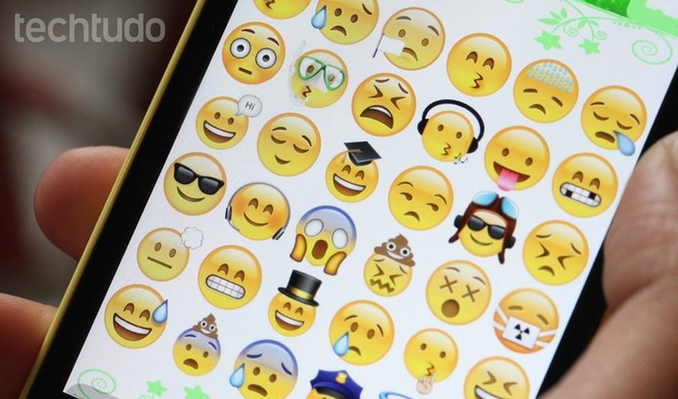 Em dois anos,  mais de seis  bilhões de emojis foram usados no Twitter  (Foto: Carolina Ochsendorf/TechTudo)