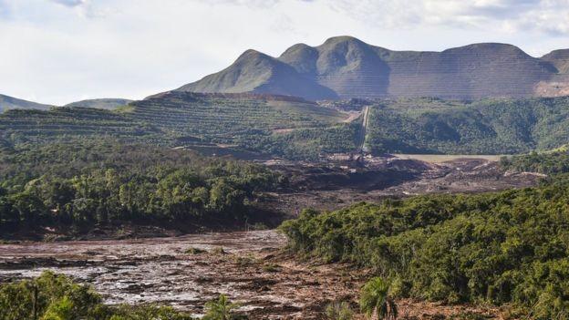 Buscas por desaparecidos continuam nesta segunda-feira (Foto: Getty Images via BBC News Brasil )