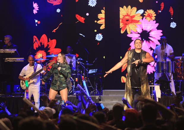 Claudia Leitte e Harmonia do Samba (Foto: Leo Mayrinck/Divulgação)
