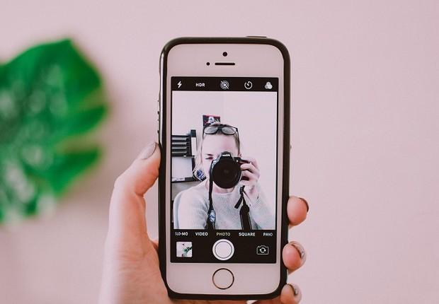 Foto; selfie; jovem; câmera (Foto: Pexels)