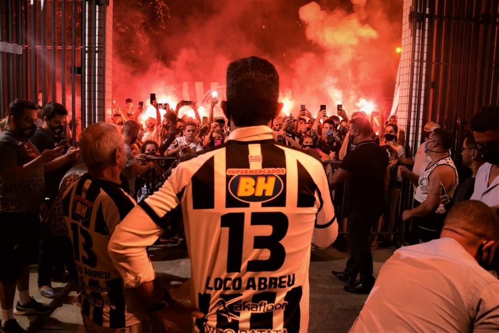Loco Abreu é a grande atração do Athletic para o Estadual — Foto: Guilherme Guerra
