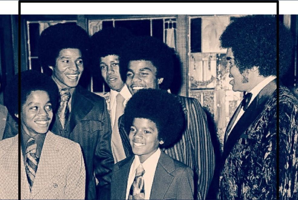 Joe Jackson com os filhos (Foto: Reprodução/Twitter)