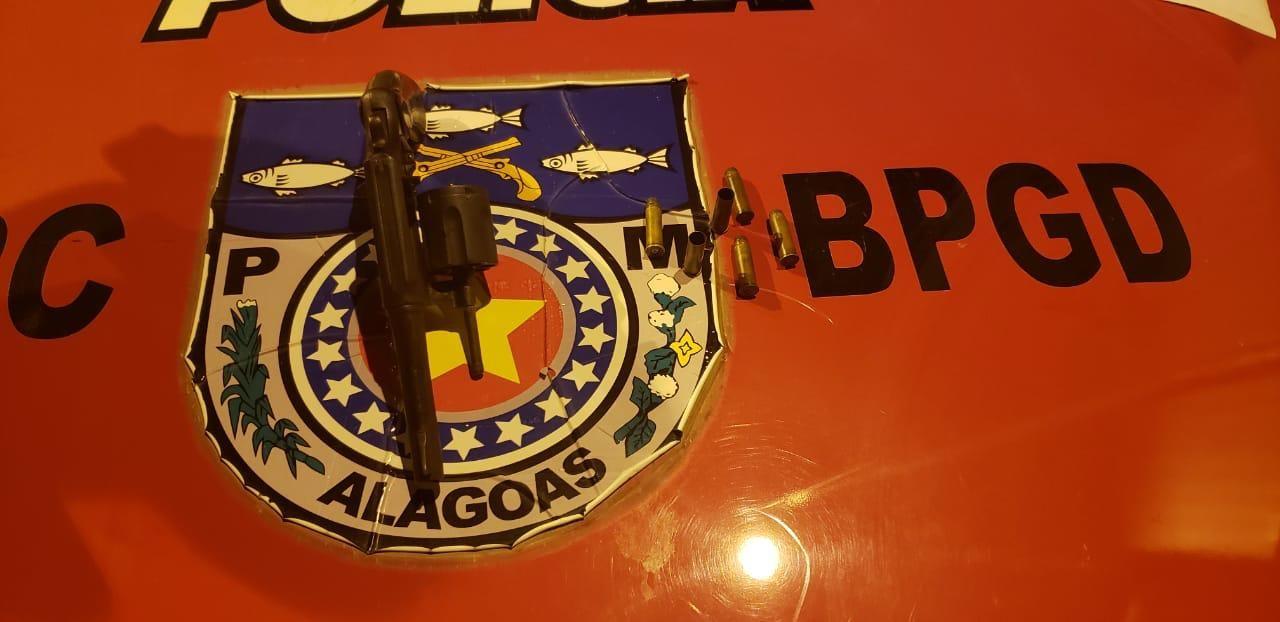 Suspeito de chefiar tráfico de drogas é morto em troca de tiros com o BPGd na Levada, em Maceió