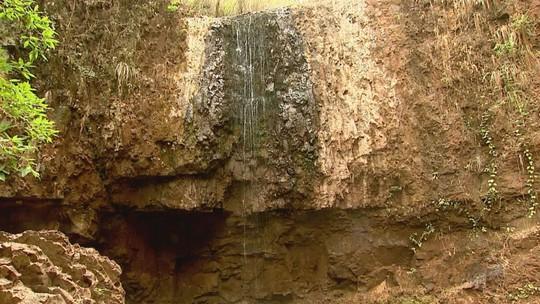 Estiagem prejudica turismo nas cachoeiras de Altinópolis, SP