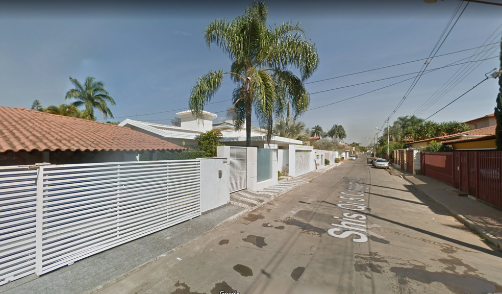 Rua na QI 5, no Lago Sul, onde houve assalto à casa  (Foto: Google/Reprodução)