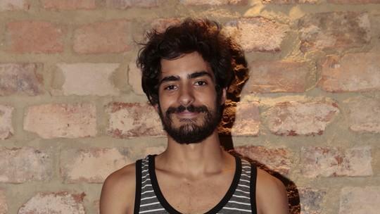 Bruno Anacleto conta que faz declarações de amor, assim como Halim, de 'Dois Irmãos': 'É natural de mim'
