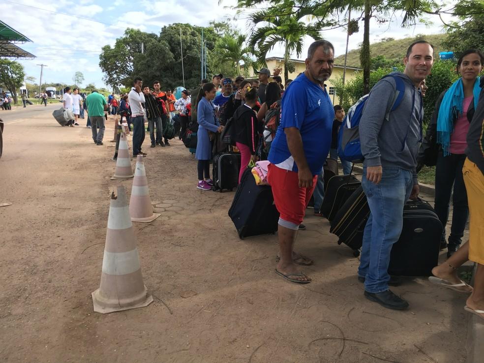 Venezuelanos lotam posto da PF e Pacaraima para pedir visto e entrar no Brasil (Foto: Emily Costa/G1 RR)